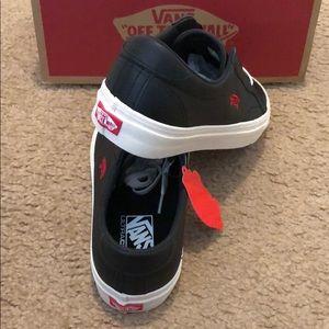 Vans Shoes - Salton Leather Court Icon Vans 7da6796d6